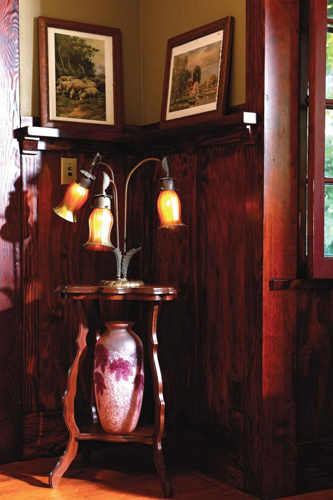 1901 signed Quezal lamp