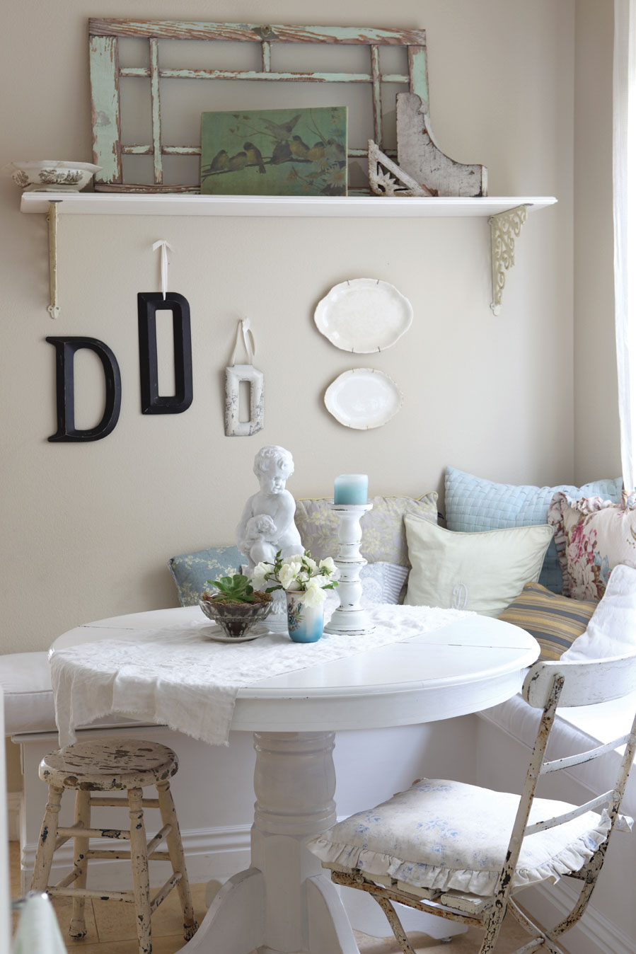 Combining Shabby Chic With Vintage Elements Cottage Style