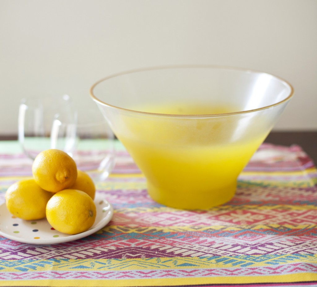 Blendo style bowl placed on a table next to a plate of lemons.
