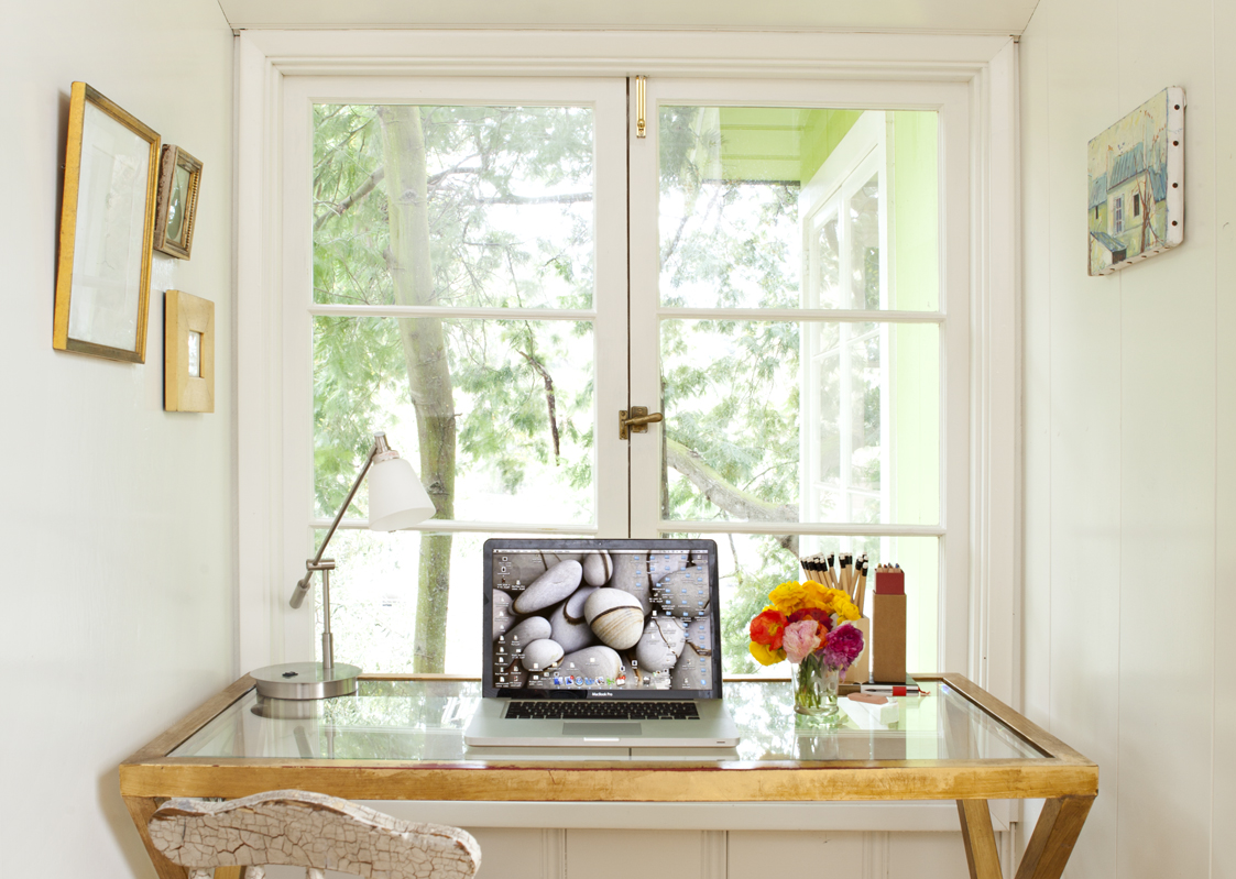 Inspiring Home Offices: Clean and clutter free workspaces - Cottage ...