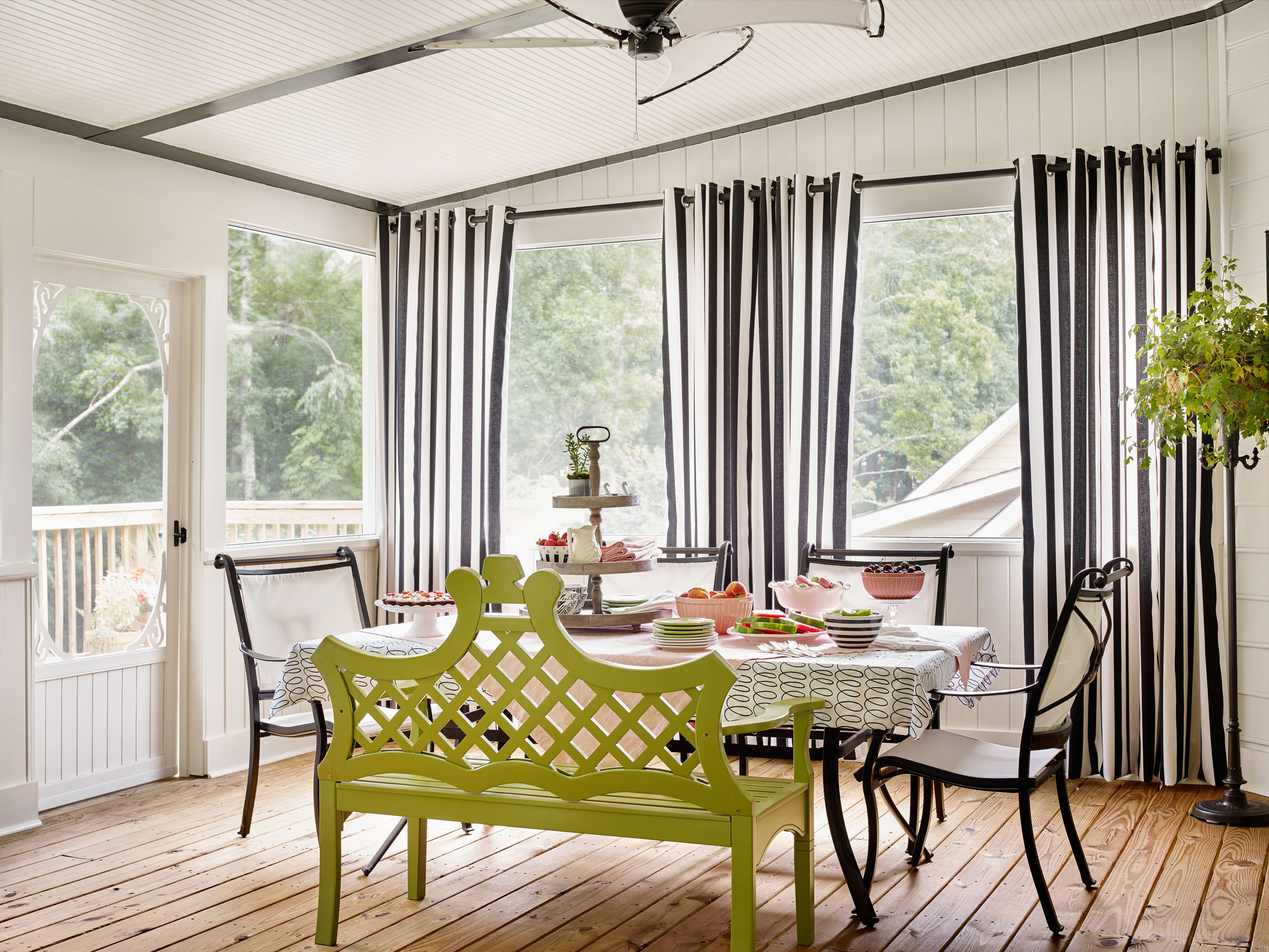 Screened-in Porch with garden bench seating