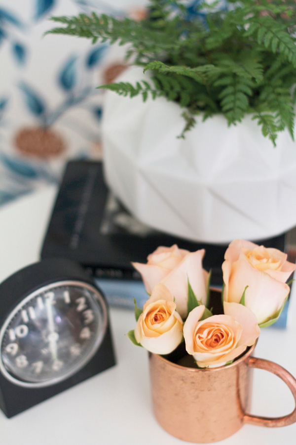 Black and white hues allow for extra color. A pop of peach colored roses acts as a focal point.