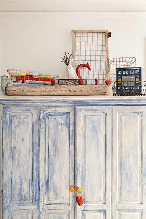 Shabby painted hutch.