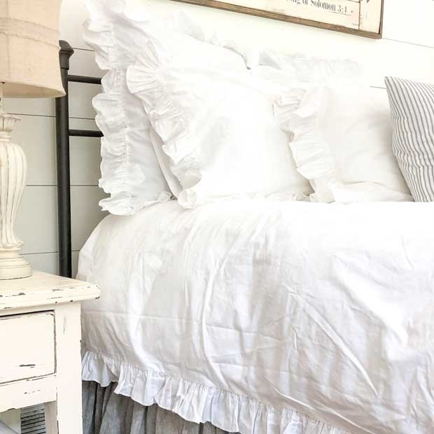 white ruffled bedding set