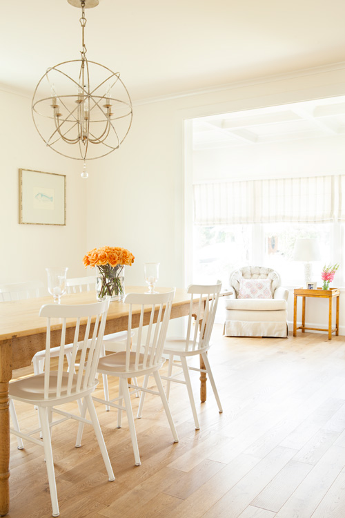 This simple and classic dining room is perfect for accommodating guests, but is rustic and open enough to become a workspace.