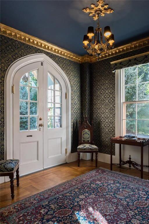 victorian cottage enteryway