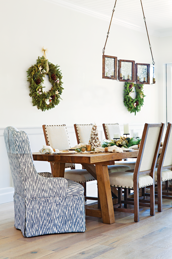 Dining room with modern beach cottage Christmas décor.