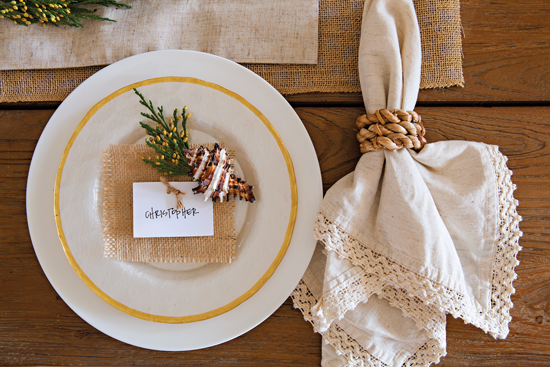 Holiday place setting. // Cottages & Bungalows