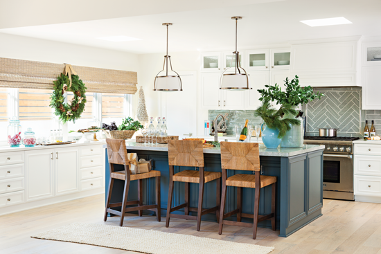 Modern cottage kitchen with Christmas décor. // Cottages & Bungalows