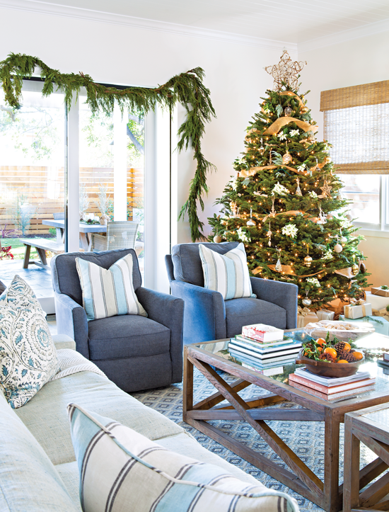 Living room with a modern cottage Christmas tree and greenery accents. // Cottages and Bungalows
