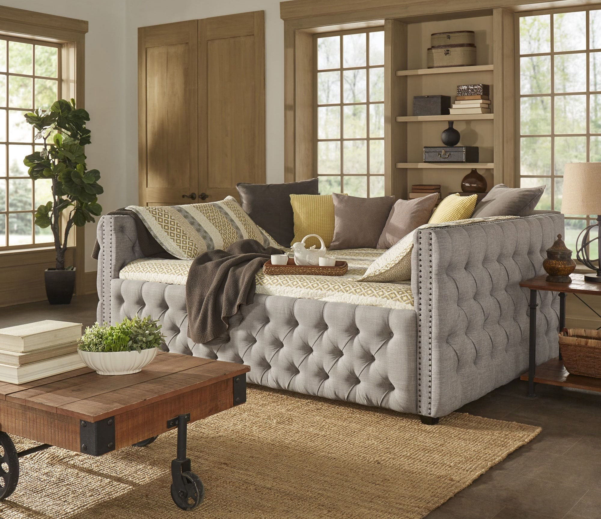Knightsbridge-Queen-size-Tufted-Nailhead-Chesterfield-Daybed ...