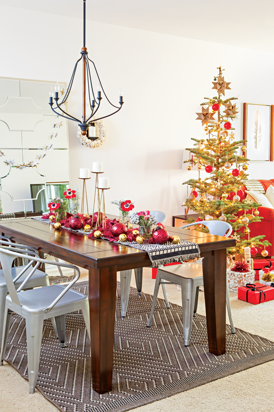 Here an organic-looking, yet ornately-decorated, table is festooned in florals, small decorative items and ornaments.