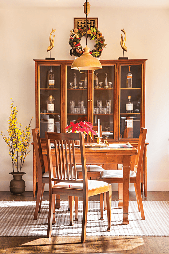 Dining room decorated in a mix of Midcentury Modern and Craftsman style.