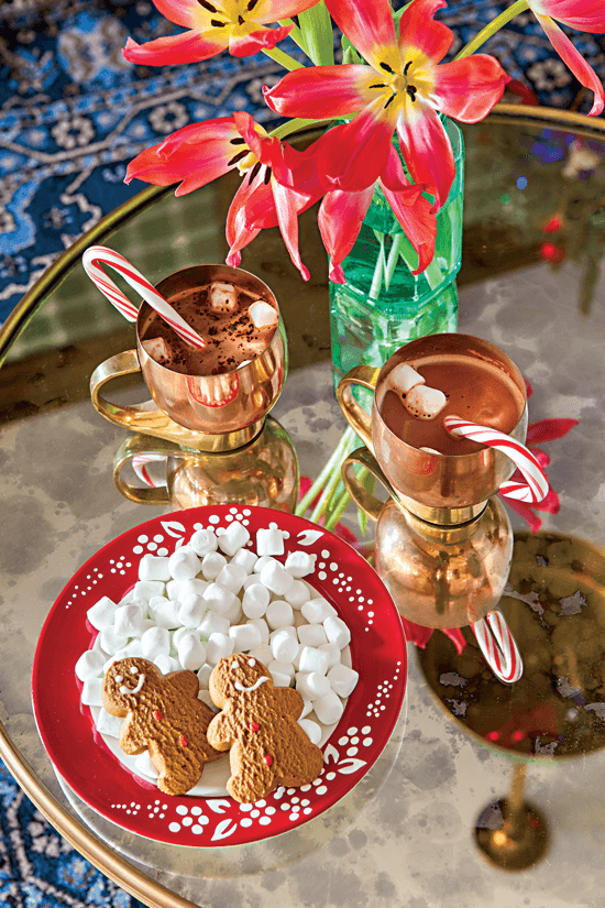 Tabletop display of hot chocolate, marshmallows and gingerbread cookies.