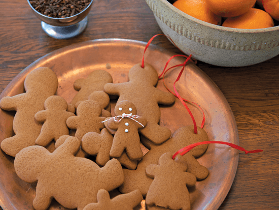 Freshly baked gingerbread cookies along with oranges embellished with cloves make for delightful gifts that are pretty to look at, smell and eat.