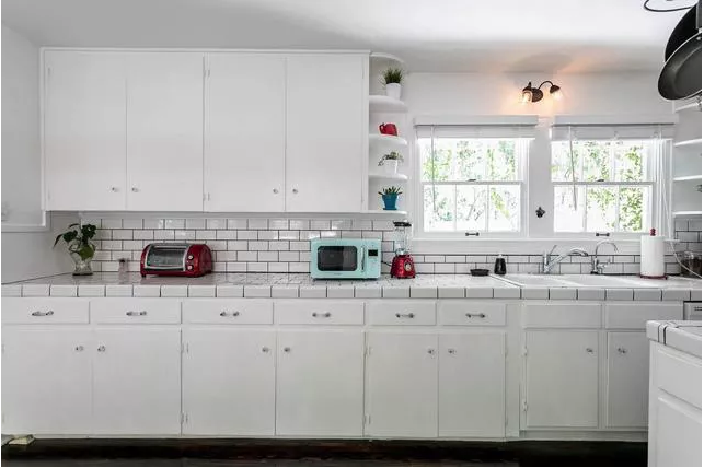 retro cottage kitchen