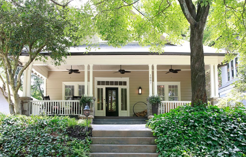 Cool farm cottage in Atlanta with a great big porch.
