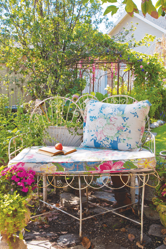 10 Vintage Garden Décor Ideas Cottage Style Decorating Renovating And Entertaining Ideas For Indoors And Out