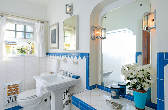 1940s bathroom with blue and white tile