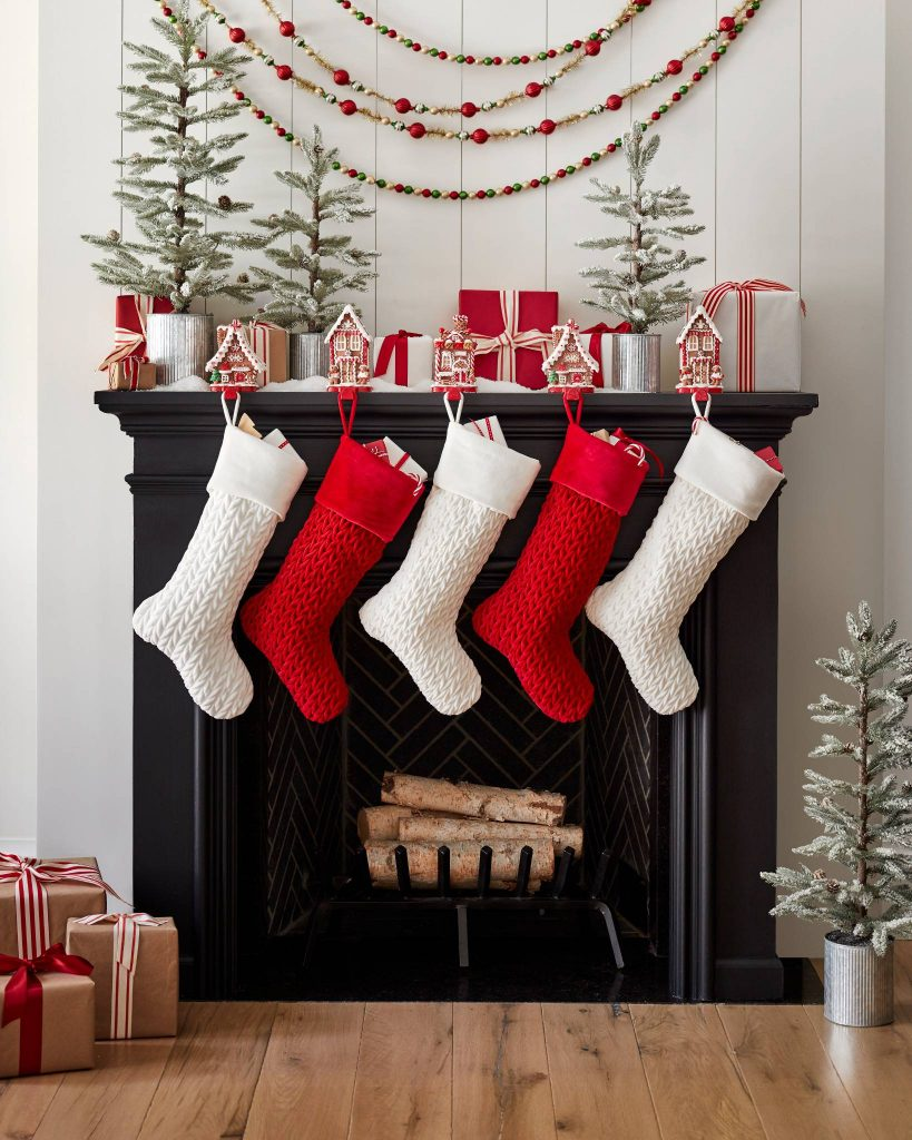 Merry Up Your Christmas Mantel Cottage Style Decorating Renovating And Entertaining Ideas For Indoors And Out
