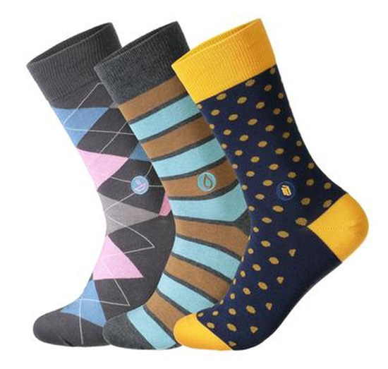 Set of 3 socks in carious colors and designs.