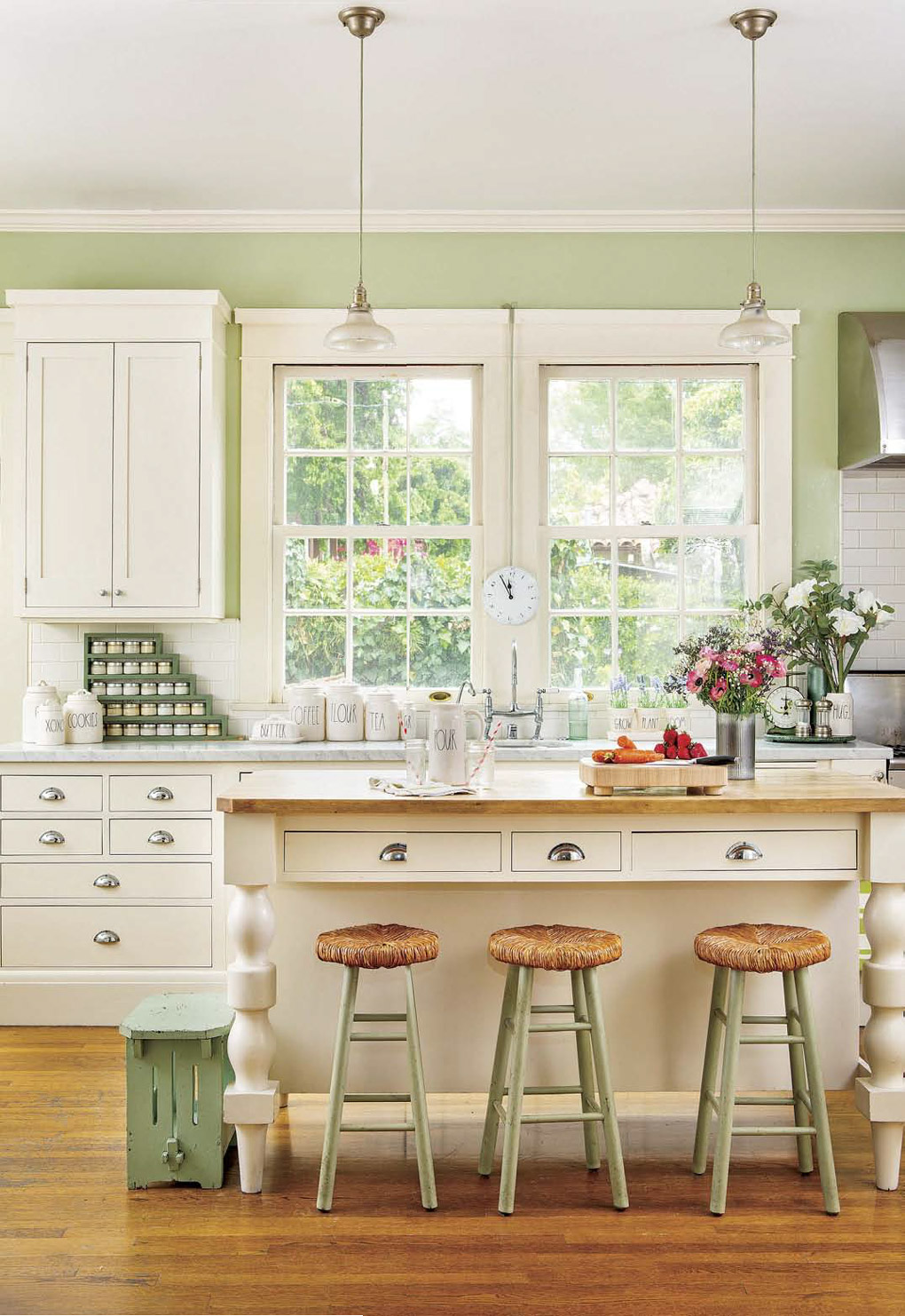 Springfield Barn Home: Kitchen and farm dining table at the heart of the home