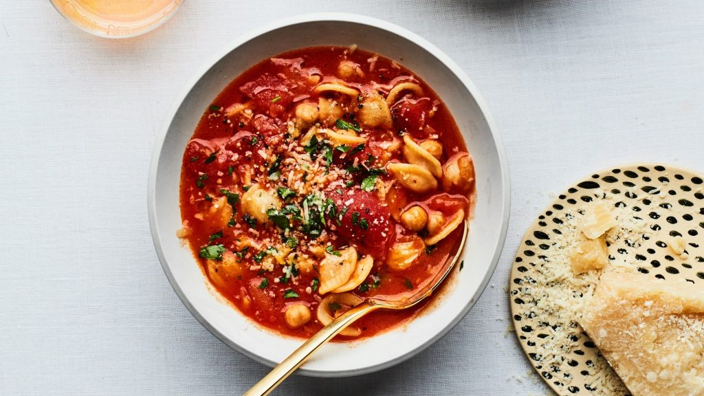chunky tomato pasta with chickpeas