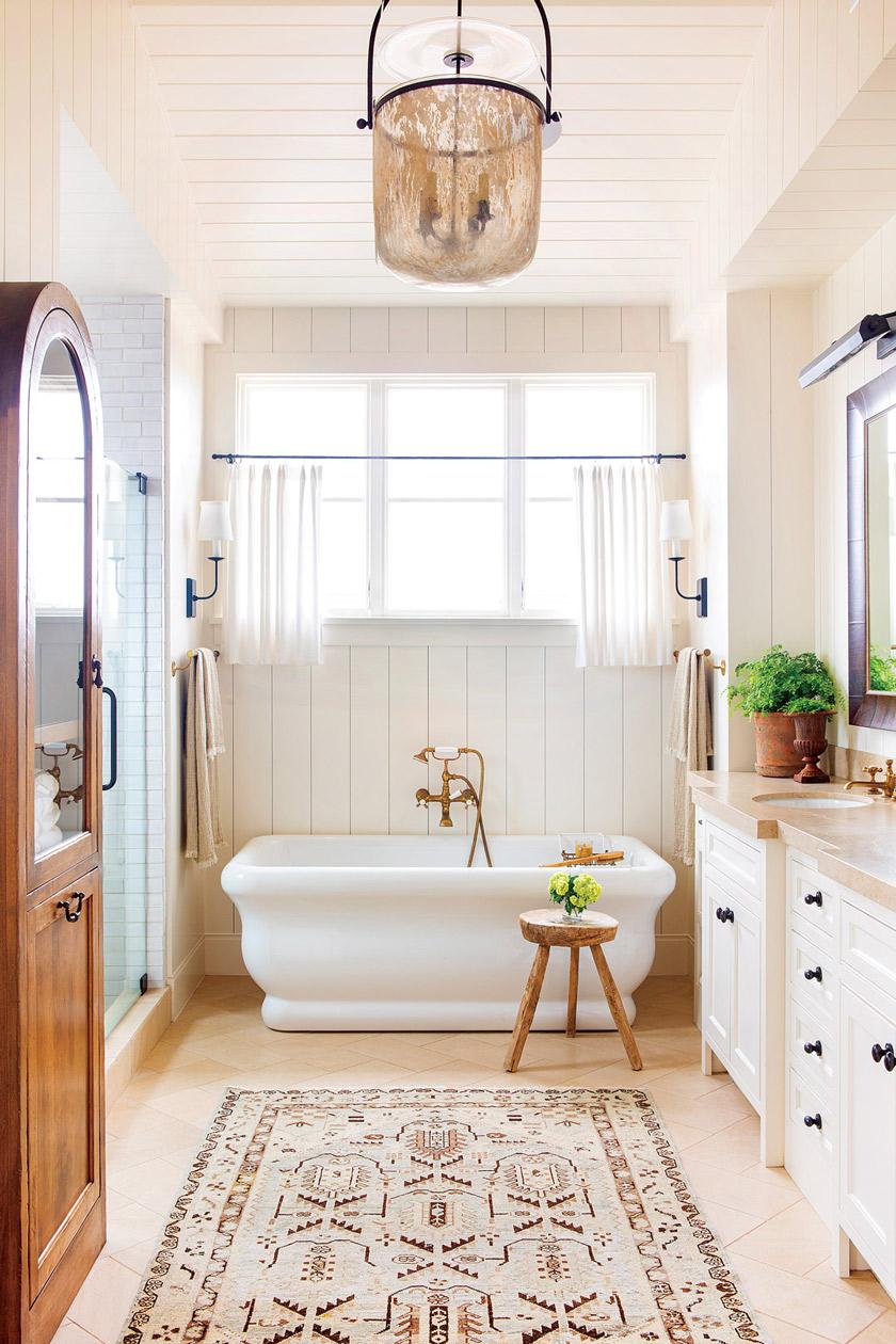 Queen's Bath of beach cottage